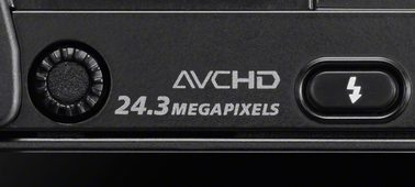 24,3 megapiksel APS-C görüntü sensörü