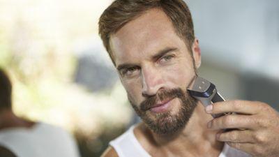 Metal düzeltici saçı, sakalı ve vücut kıllarını hassas biçimde düzeltir