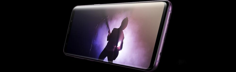 AKG ayarlı stere hoparlörler sayesinde sizi Dolby Atmos sesle çevreleyen telefon.