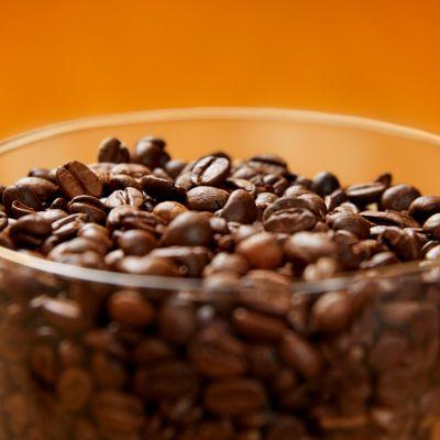 Aroma sızdırmazlığı sayesinde kahve çekirdeklerinizi daha uzun süre taze tutar