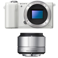 Sony a5000 + SIGMA 19mm MILC 20.1MP CMOS 5456 x 3632Pixel Bianco